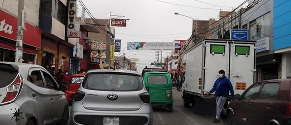 Caos vehicular de nunca acabar en Chincha